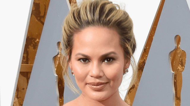 Chrissy Teigen posted a no makeup selfie to mourn the loss of her pregnancy glow.