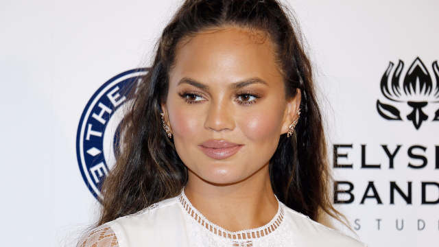 Your BFF Chrissy Teigen left a ridiculously large tip for an Ohio waitress.