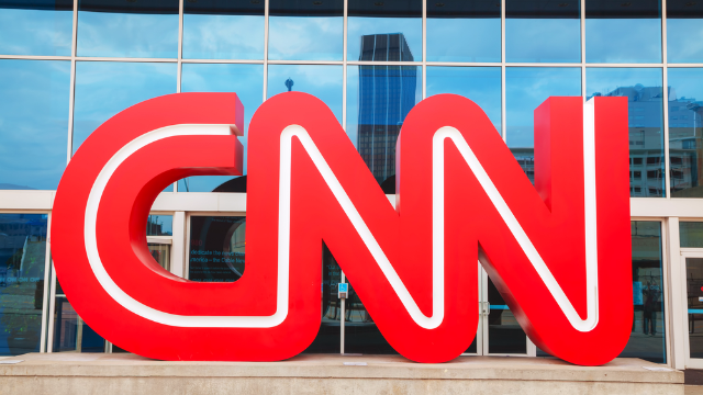 CNN reporters live-tweet their own evacuation after a pipe bomb was sent to their studio.