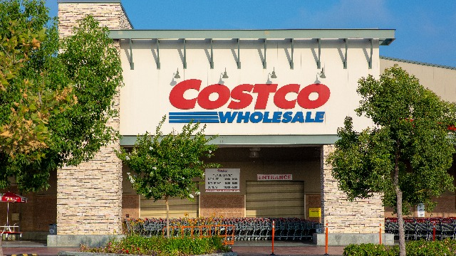 Woman complains to Costco about mask requirement, gets mocked by someone posing as the store.
