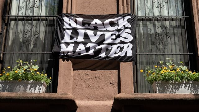 Couple receives surprising note from neighbor after someone ripped up their BLM flag.