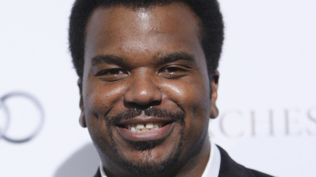 Woman has best possible excuse to bug Craig Robinson on an airplane so that's what she did.