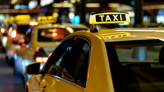 Crazy cab driver story with an M. Night Shyamalan twist goes viral again.