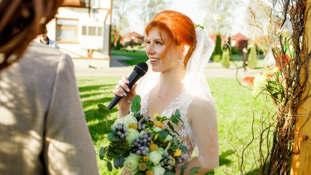 21 people share the cringiest things they've seen brides and grooms do at weddings.