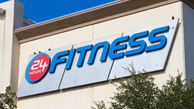 Man liveblogs his experience getting locked inside 24 Hour Fitness.