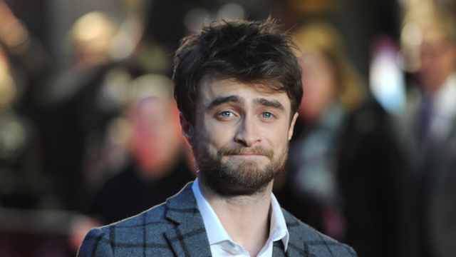 Daniel Radcliffe sings Eminem at karaoke bar, but his girlfriend's dancing steals the show.