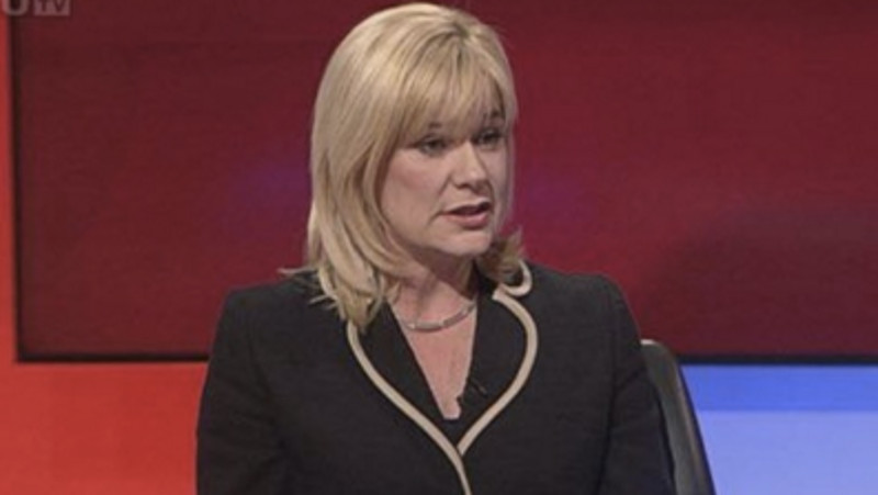 Female politician shuts down a male journalist for his comment about her 'sharing a wardrobe.'