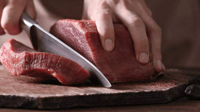 Twitter loses it over conservative writer's outrageously snobby article about lunch meat.