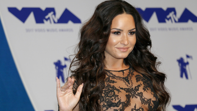 Demi Lovato posted her first healthy selfie since her overdose and fans are ecstatic.