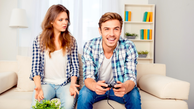 Guy chooses video game over girl, trolls her for outraged response.