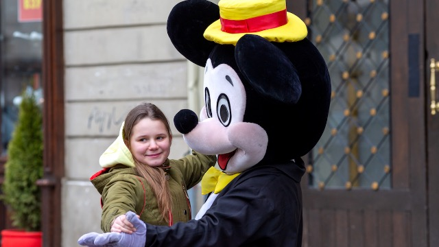 22 people share Disney World secrets that the public doesn't know about.