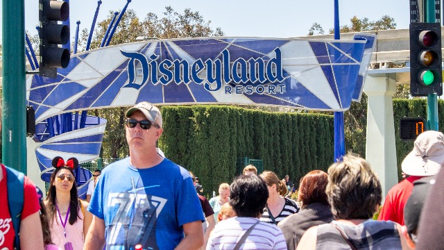 Former Disneyland employee reveals what the celebrities she met are like in real life.