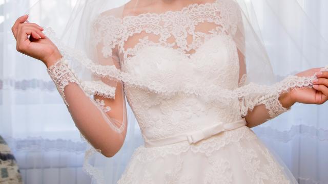 Watching this divorcée blow up her wedding dress is break-up porn.