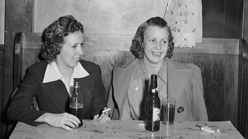 15 vintage photos of Americans drinking beer, because we've always loved getting sloshed.