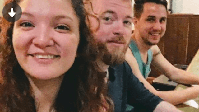 Dude figures out how to be a Tinder wingman with this simple but brilliant profile.
