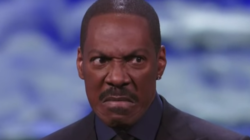 Eddie Murphy told his first live joke in 28 years, and as you can see, it was awkward.