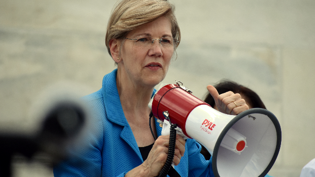 Elizabeth Warren declared war on Fox News and conservatives are offended.