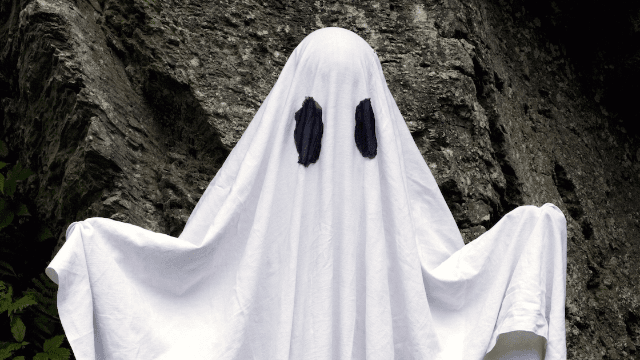 Twitter is freaking out over this hauntingly cute fashion guide for ghosts.
