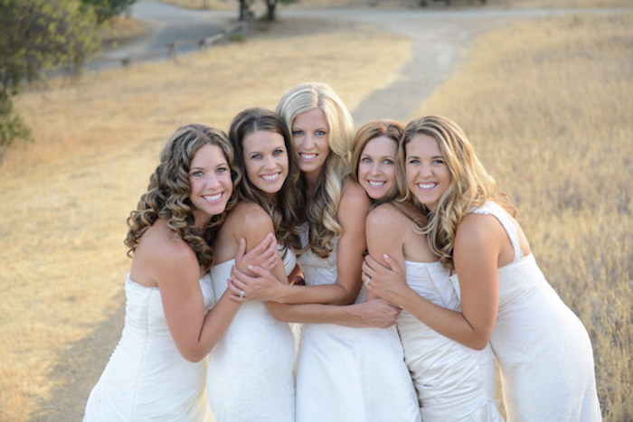 5 ridiculously pretty sisters thank their parents for their expensive weddings with a photoshoot.