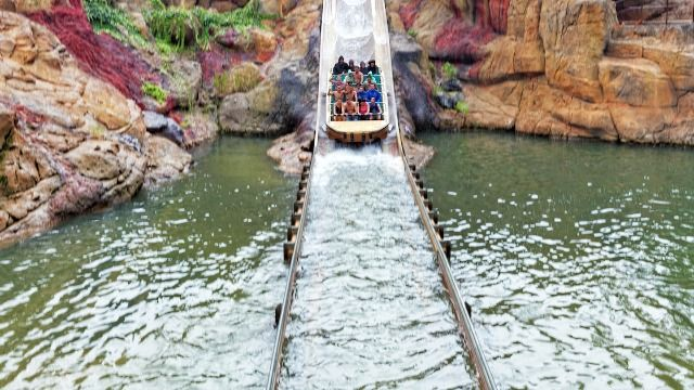 20 theme park workers share the biggest malfunction that went unnoticed by the public.