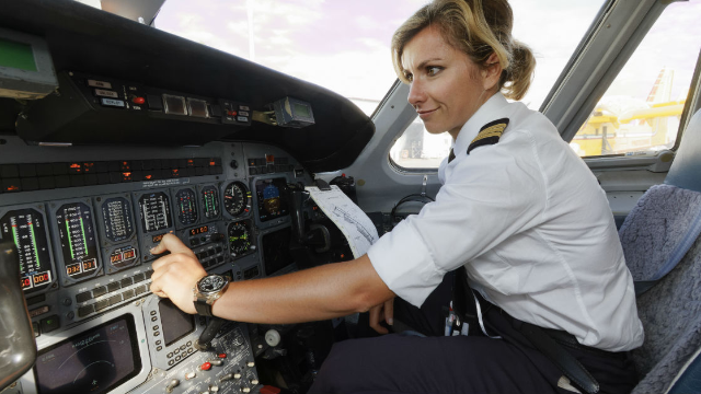 Female pilot shares sexist comments made on a recent flight. The internet has her back.