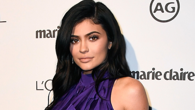 Khloé Kardashian posts the first picture of her sister Kylie Jenner pregnant.