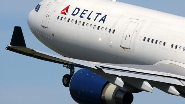 Flight attendant and passengers tackle and restrain alleged high-jacker on Delta flight.
