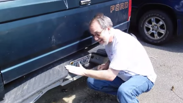 This guy's homemade commercial for his piece of sh*t truck is hilariously compelling,