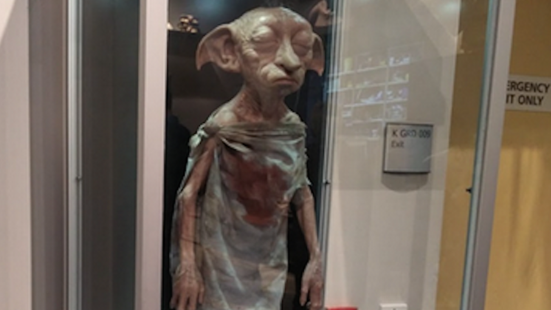'Harry Potter' fans are trying to free Dobby statuettes on the Warner Brothers studio tour, and it's getting smelly.