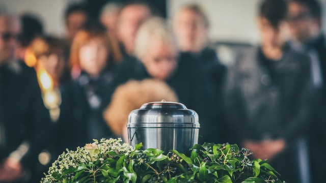 16 people share stories of the weirdest and most creative funerals they've attended.