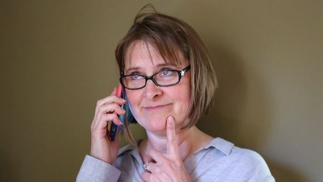 27 people share the funny ways they troll scam callers.