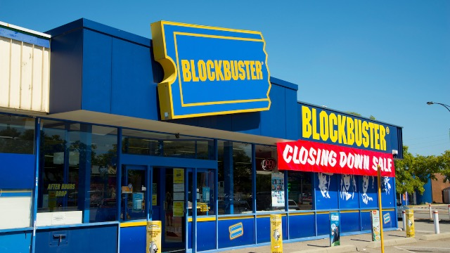 52 of the funniest tweets from 'The Last Blockbuster' Twitter account.