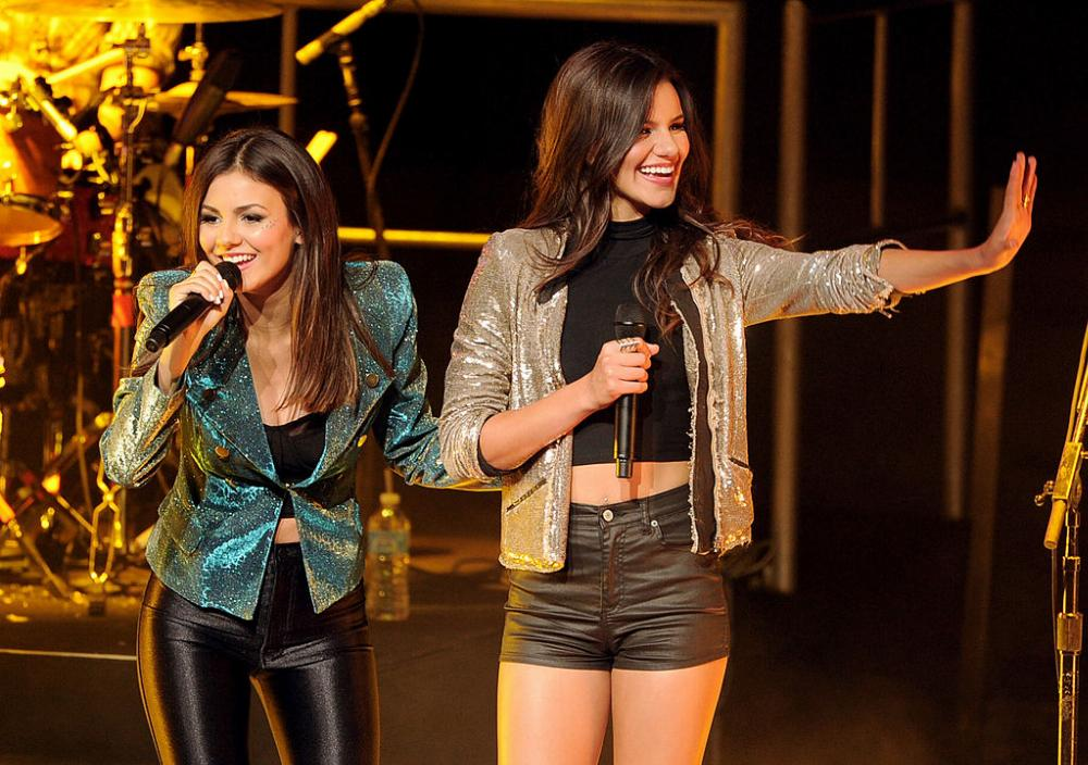 Madison Reed, Victoria Justice, singing