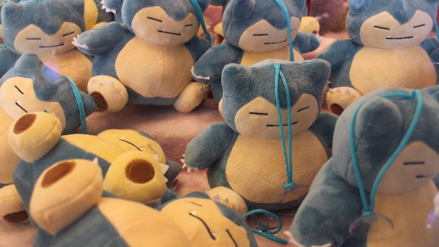 People are ordering these giant Snorlax cushions and instantly regretting it.