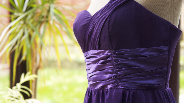 Girl buys a beautiful prom dress online, receives something more like a Halloween costume.