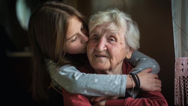 nenek sebelah ibu, nenek sebelah ayah, nenek, kepentingan nenek, kasih sayang nenek, datuk dan nenek