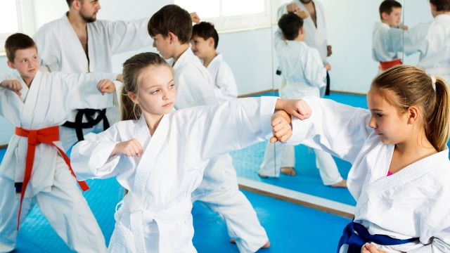 Mom shares story of daughter learning Jiu Jitsu to defend herself against bully.