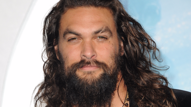 Brilliant Girl Scout Goes Viral For Using Jason Momoa S Pecs To Sell
