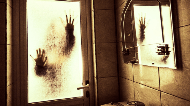 Night shift workers shared the creepiest things that ever happened on the job. Lock your doors.