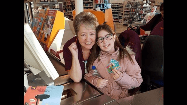 This cashier went above and beyond to calm down a little girl having a panic attack.