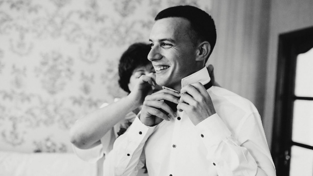 Groom asks if he's wrong for forcing his mother to see his cheating dad at the wedding.