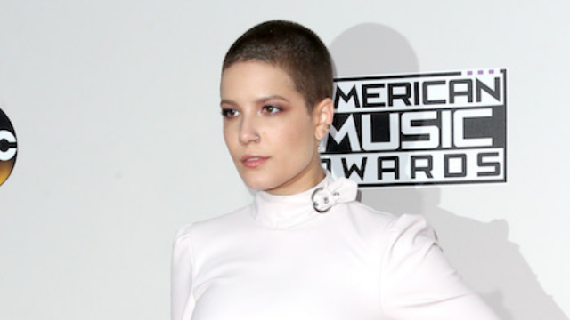 Halsey shuts down haters who took issue with her natural hair