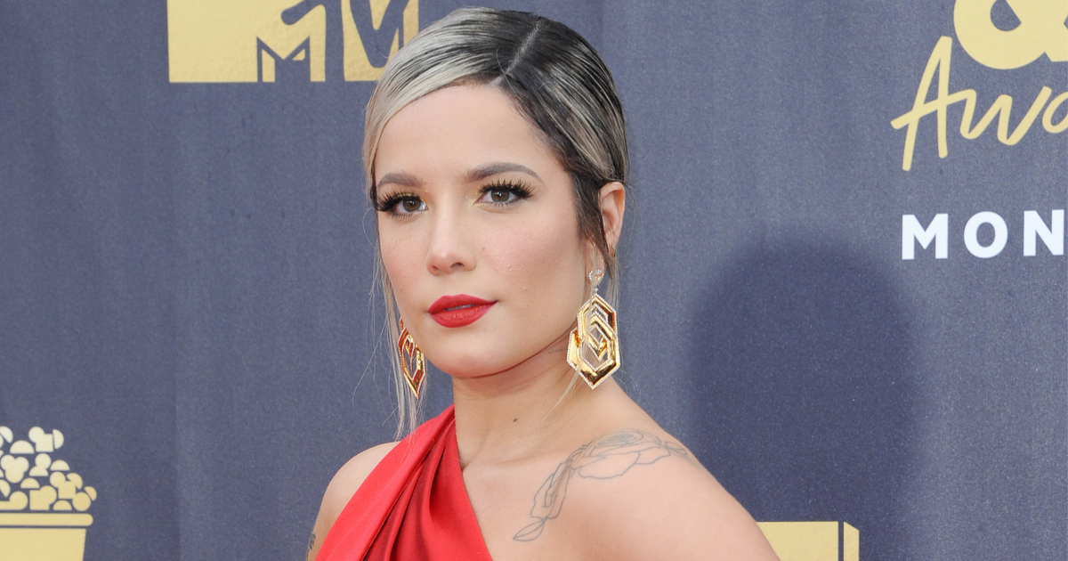 Woman's viral thread proves Halsey is the world's nicest celebrity.