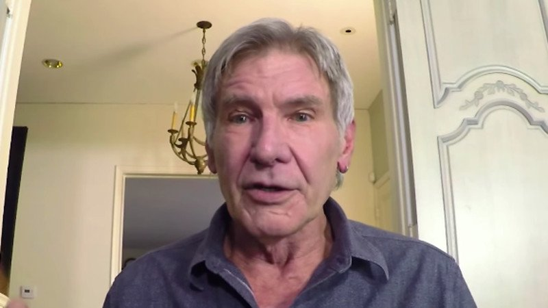 This video of Harrison Ford surprising 'Star Wars' fans for charity is great whether you're a fan or not.