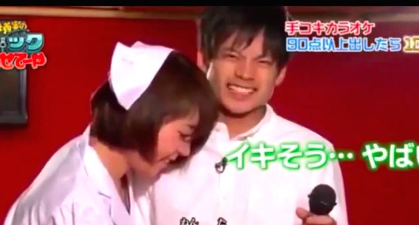 In questo game show giapponese, gli uomini devono esibirsi in karaoke-7916