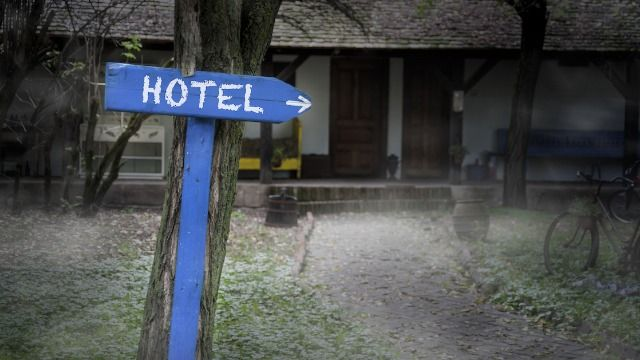 25 of the funniest, scariest, and most confusing hotel and Airbnb fails.