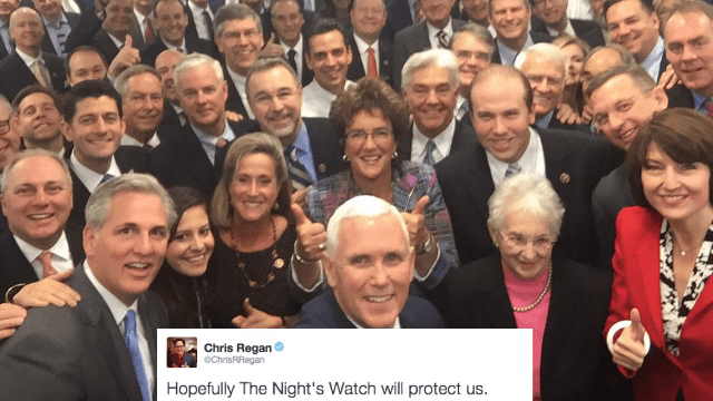20 hilarious reactions to Mike Pence's selfie-stick photo of the GOP.