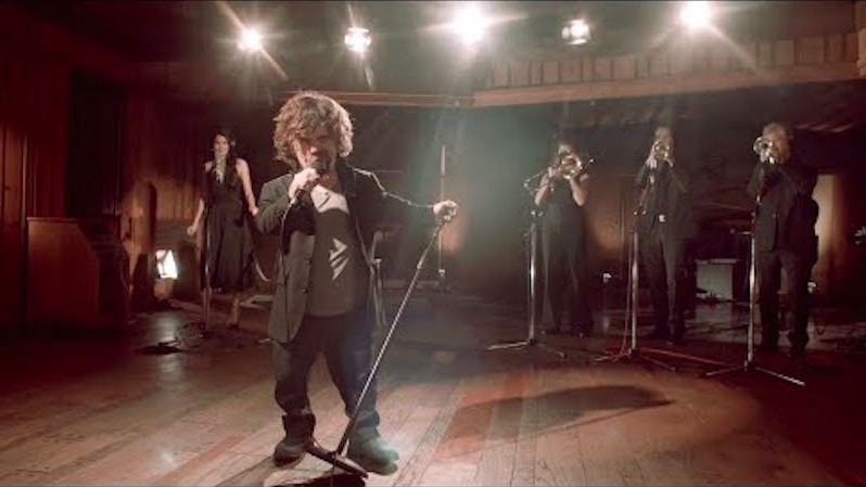 Peter Dinklage takes a big risk by singing about still being alive on 'Game of Thrones.'