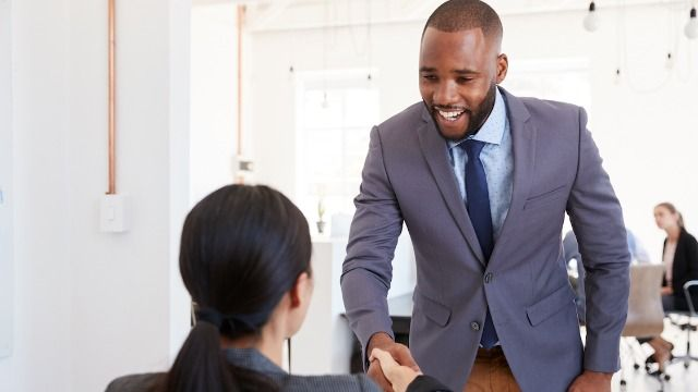 HR specialist shares 5 questions everyone should ask an employer at a job interview.