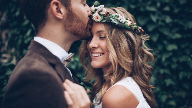 Influencer bride has meltdown after wedding photographer refuses to be paid with 'exposure.'